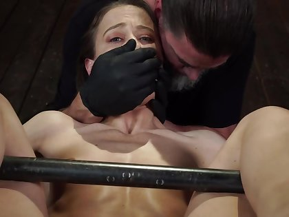 Brunette is in a trance from all that pussy wadding