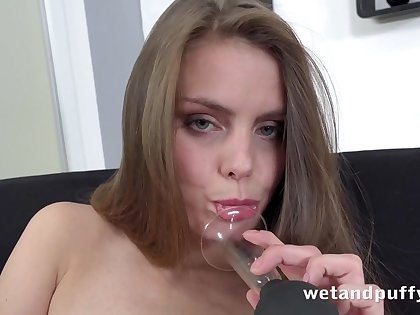 Paulina Shy in Easy Access on tap PuffyNetwork