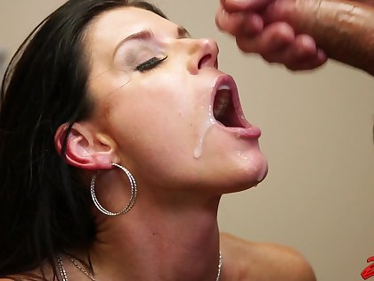 Fucking in the designation with XXX cougar India Summer in lingerie