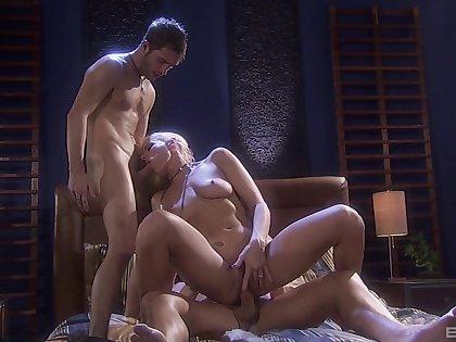 Jessica Lynn grants herself a huge orgasm during DP porn