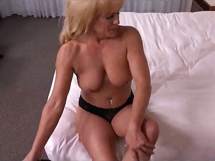 This 49 yo latitudinarian looks good for her age with the addition of she fucks like a champ