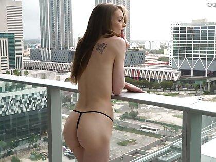 Atrophied nude girl on along to balcony Jessae Rosae