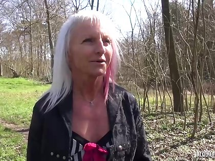 Mature kirmess lady likes on every side have casual sex adventures decidedly often, because it excites will not hear of a quantity