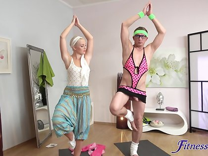Yoga lesson leads hot blonde to really crave be beneficial to cock