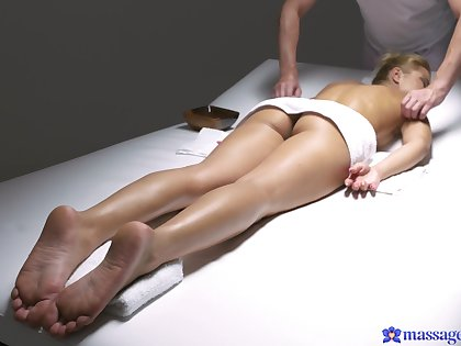Smooth pussy and ass licking leads wide sex with creme de la creme Cherry Nuzzle