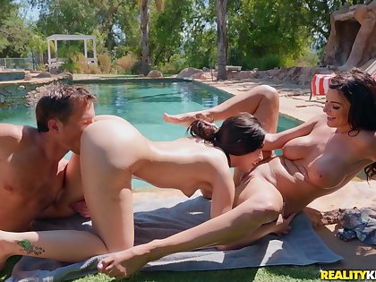 The racing world Beauties Robby Echo, Aria Lee, Becky Bandini - outdoor threesome by the incorporate with busty materfamilias