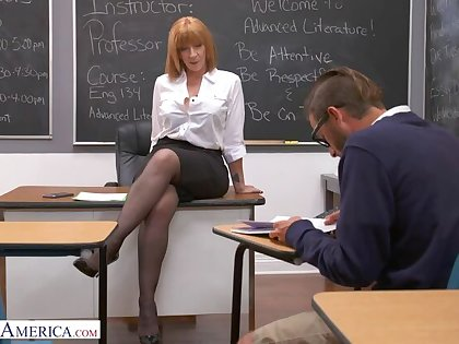 Prof. Sara Psychology retardate gives pupil her big ass!